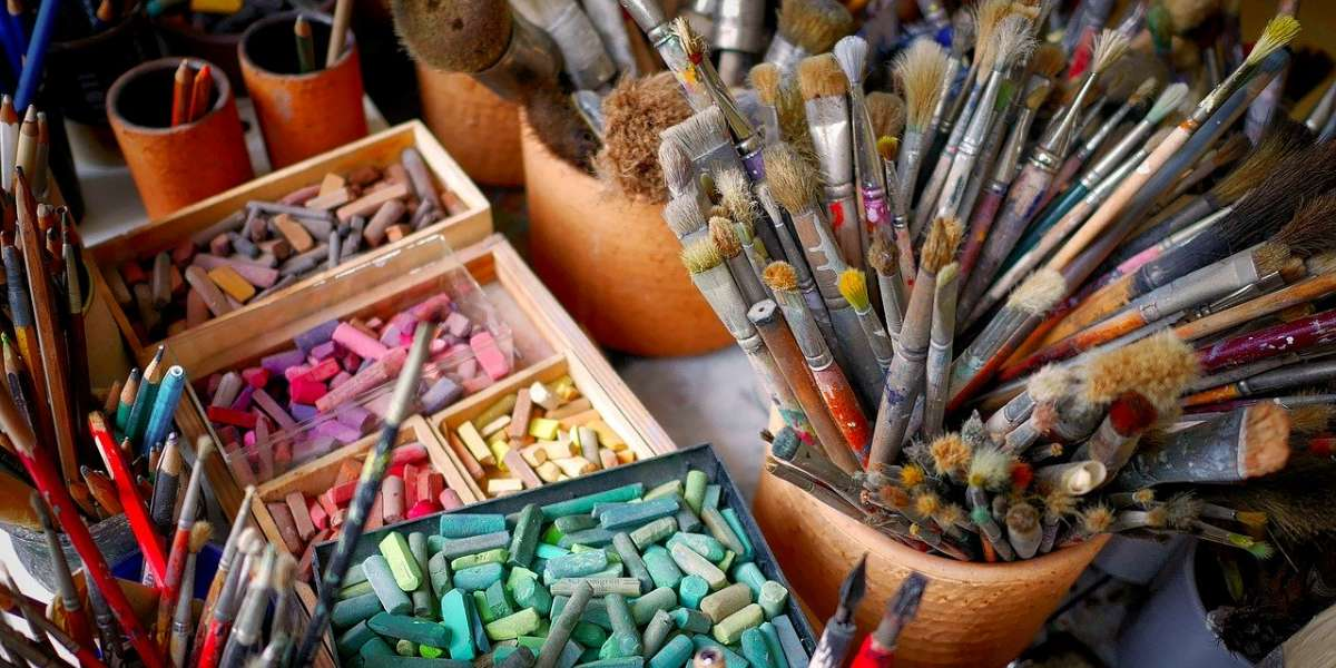 %O4% steckt voller Ideen, malt, bastelt oder baut gerne.